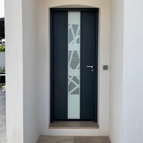 Installation d'une porte blindée de villa moderne design sur Gignac-la-Nerthe