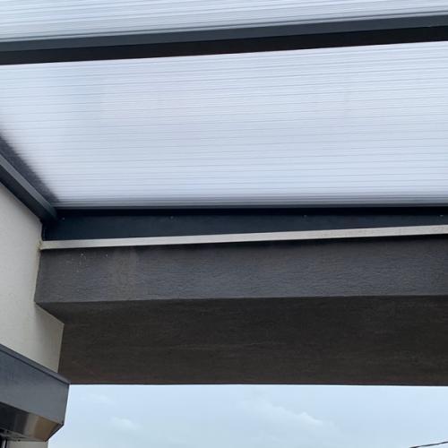Fermeture de puits de lumière sur toits terrasses à Sausset les Pins par la Serrurerie Menuiserie de Provence